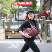 LE SAC DE LA SEMAINE 👛 - Laëtitia est irrésistible. Pratique, chic, parisienne, elle est le modèle parfait au format A4 pour reprendre le chemin de la rentrée 🏫 ⠀⠀⠀⠀⠀⠀⠀⠀⠀ Laëtitia est disponible en 7 coloris : noir, miel, ardoise, bourgogne, grenade, cuir & soleil sur l'eshop ❤️⠀⠀⠀⠀⠀⠀⠀⠀⠀ -⠀⠀⠀⠀⠀⠀⠀⠀⠀ Sac Laëtitia ⠀⠀⠀⠀⠀⠀⠀⠀⠀ #librebelleepanouie #sabrinaparis #welovesabrinaparis #nouvellecollection #backtoschool