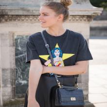 PRÉNOM ❣️- Joséphine c'est le prénom d'une Wonder Woman.⠀⠀⠀⠀⠀⠀⠀⠀⠀ Tague ta super copine 💪🏻⠀⠀⠀⠀⠀⠀⠀⠀⠀ Joséphine est disponible en 5 coloris : noir, cognac, camel, bordeaux & croco gris sur l'eshop ❤️⠀⠀⠀⠀⠀⠀⠀⠀⠀ -⠀⠀⠀⠀⠀⠀⠀⠀⠀ Sac Joséphine⠀⠀⠀⠀⠀⠀⠀⠀⠀ #librebelleepanouie #sabrinaparis #welovesabrinaparis #nouvellecollection