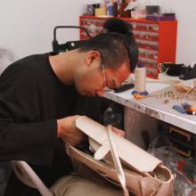 TEAM SABRINA 🐝 - Jimmy en pleine réparation de l'un de vos magnifiques sacs. Parce que quand vous achetez l'une de nos créations, nous nous engageons à vous accompagner en toutes circonstances ✨ - #teamsabrina #workworkwork