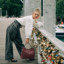 PRÉNOM ❣️- Mathilda c'est le prénom de celle qui a la tête dans les nuages, toujours dans ses livres qu'elle aime transporter partout avec elle.⠀⠀⠀⠀⠀⠀⠀⠀⠀ Tague ta copine bookworm en commentaire 🙋🏼♀️⠀⠀⠀⠀⠀⠀⠀⠀⠀ Mathilda est disponible en 4 coloris : miel, noir, forêt & bourgogne sur l'eshop ❤️⠀⠀⠀⠀⠀⠀⠀⠀⠀ -⠀⠀⠀⠀⠀⠀⠀⠀⠀ Sac Mathilda⠀⠀⠀⠀⠀⠀⠀⠀⠀ #librebelleepanouie #sabrinaparis #welovesabrinaparis #nouvellecollection