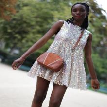 LUMINEUSE 🌟 - Vous quand vous débarquez dans nos vies. #Waw - Sac Elisabeth #librebelleepanouie #welovesabrinaparis #paris #parisienne