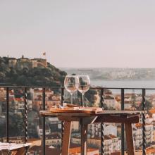 DREAM DATE 🍷 - Le date parfait, un verre de vin, une vue merveilleuse, le soleil et la mer.⠀⠀⠀⠀⠀⠀⠀⠀⠀ -⠀⠀⠀⠀⠀⠀⠀⠀⠀ #dreamdate #winetime
