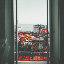 BREAK 💫 - Il y a le ciel, le soleil et la mer.⠀⠀⠀⠀⠀⠀⠀⠀⠀ -⠀⠀⠀⠀⠀⠀⠀⠀⠀ #balcon #summer #break